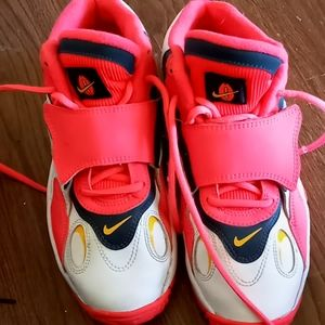 Slightly used Nike air Basketball shoes size 5.5.